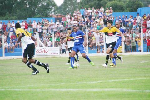 Em jogo de marcação cerrada dos dois lados, Imbituba e Tigre não saíram do 0 a 0, ontem, no Ninho da Águia.