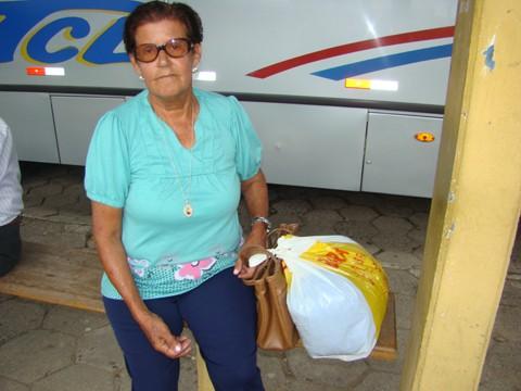 A aposentada Cecília não consegue ir ao centro nos fins de semana: faltam horários de ônibus em seu bairro