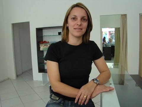 A presidenta do Sindicato dos Comerciários, Elizandra, participará amanhã de uma audiência para rever o piso salarial