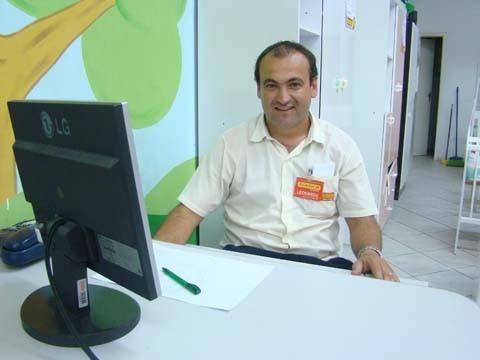 O gerente da loja Koerich, Leonardo de Sousa Nunes, alerta que recebe muitos currículos. Mas falta qualificação