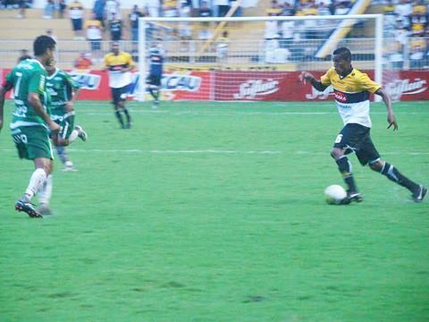 O Tigre saiu na frente, mas a Chapecoense empatou. O placar foi suficiente para classificar o time do sul do estado.