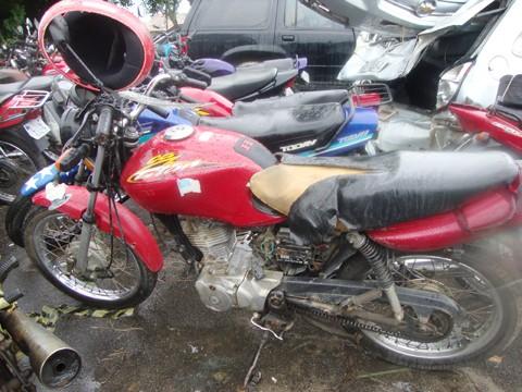 Márcio Lavoratti conduzia sua motocicleta em direção a Gravatal quando foi atingido por um Audi. O motorista do carro fugiu do local sem prestar socorro à vítima Márcio tinha 27 anos e morava em Braço do Norte.
