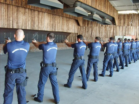 Guardas municipais de Tubarão vão fazer o curso na capital para ficarem habilitados a usar armas.