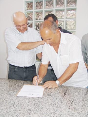 O prefeito Manoel Bertoncini (PSDB) pediu agilidade na construção do CCZ ao diretor da Madecril, Valcir Cardoso.
