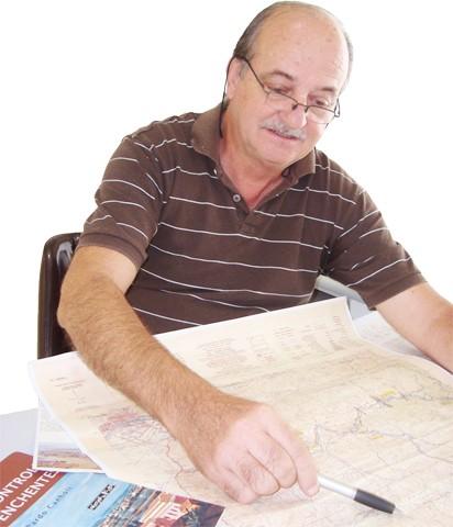 Engenheiro André Labanowski defende a necessidade urgente da dragagem do rio e a construção de três barragens em proporções menores do que as projetadas pelo Dnos. Para ele, a cidade corre risco se uma nova enchente, como a de 1974, ocorrer.