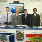 Agora sim a foto oficial da mesa diretora da câmara de vereadores de Tubarão. Vereador Nilton de Campos (PSDB - o terceiro da direta para a esquerda) é o único fora do grupo de comando.