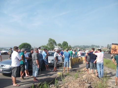No último dia 26, rizicultores da região protestaram, nas margens da BR-101, em Jaguaruna, contra as atuais condições da categoria.