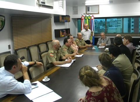 Empresários, políticos e profissionais da área de segurança participaram do encontro na capital.