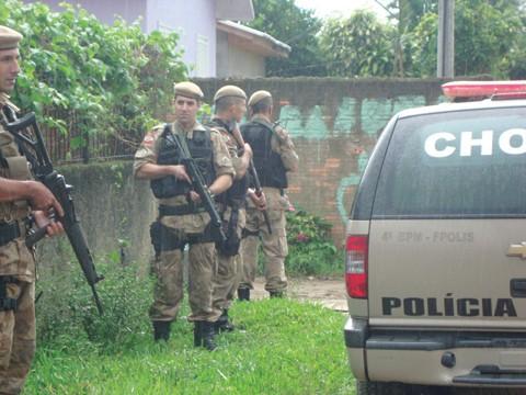 Diversas casas foram 'visitadas' no Beco do Quilinho na tarde desta sexta-feira.