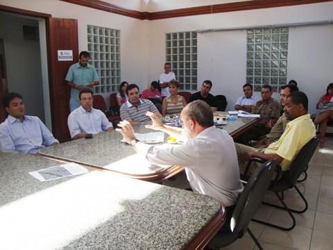 Participaram do encontro o prefeito Manoel Bertoncini, autoridades políticas e empresariais, e representantes das Polícias Civil e Militar.