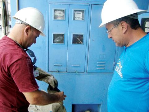 A projeção é realizar até 120 cortes de energia por dia na região de Tubarão.