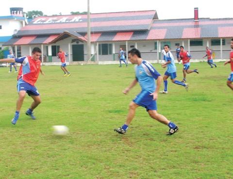 Os jogadores têm treinado em dois períodos.