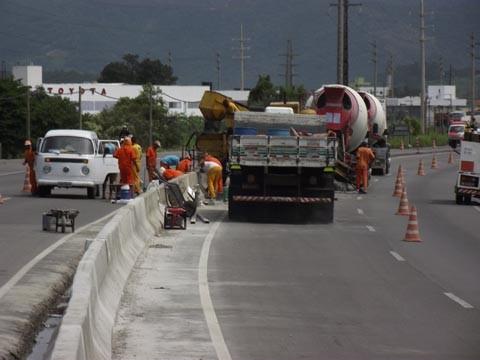 Trabalhos de instalação das barreiras prosseguem hoje, em Tubarão