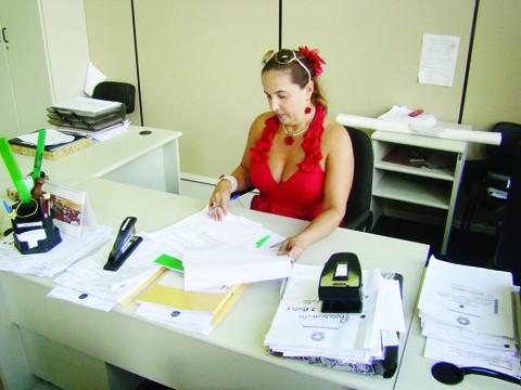 A chefe de cartório Marisley Gomes Silvério afirma que a procura pela regularização é baixa em Tubarão