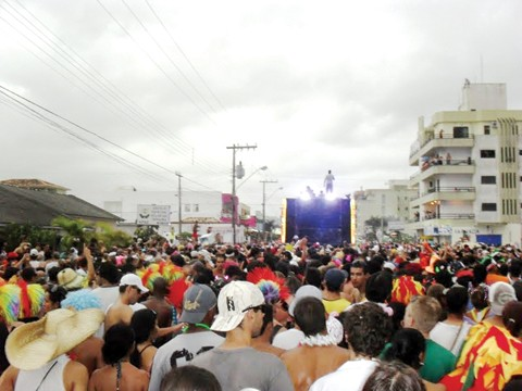 As Polícias Civil e Militar aumentaram o efetivo para garantir a segurança nos lugares onde há maior concentração de foliões.