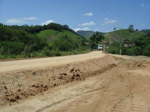 Obras de terraplenagem e execução das obras-de-arte especiais seguem na SC-407