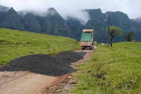 Serra do Corvo Branco já está, em toda a sua extensão, com  as estradas em condições seguras de tráfego
