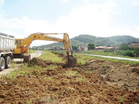 No lote 25, retomada definitiva das obras será apenas na próxima quinta-feira. Este mês, foram feitos somente trabalhos de limpeza e terraplenagem em alguns trechos de Capivari de Baixo.