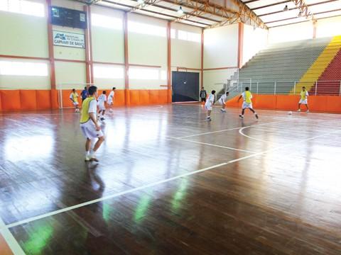 Equipe intensifica treinos no Ginásio Municipal de Capivari de Baixo.