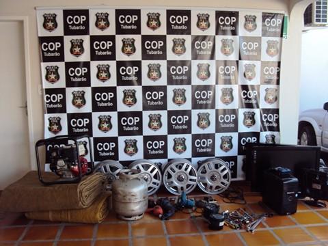 Vários objetos furtados estavam na residência do receptador, inclusive alguns ainda dentro do carro usado para transportá-los.