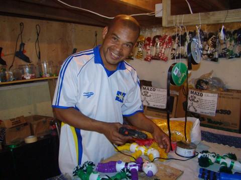 Há 19 anos, Jucemar realiza trabalhos artesanais