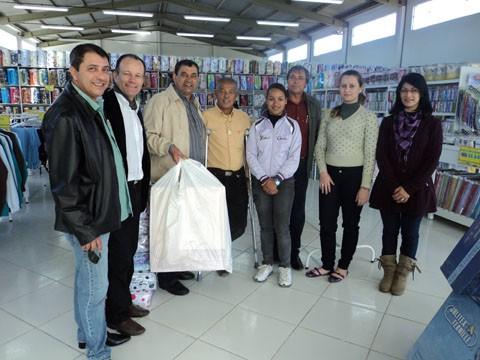 A iInauguração do empreendimento contou com a presença de várias autoridades. O prefeito Luiz Carlos Brunel Alves saiu do local cheio de sacolas