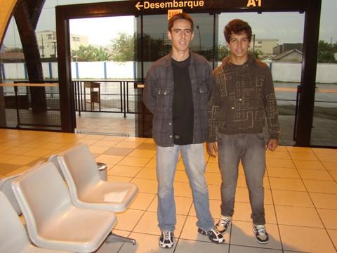 Os jogadores de futebol do Gabriel e Lucas viajam todo mês para fora do estado para ver os familiares. O reajuste vai pesar no orçamento
