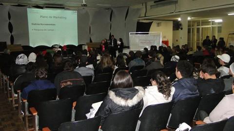 Os estudantes foram avaliados por uma banca composta por empresários da região