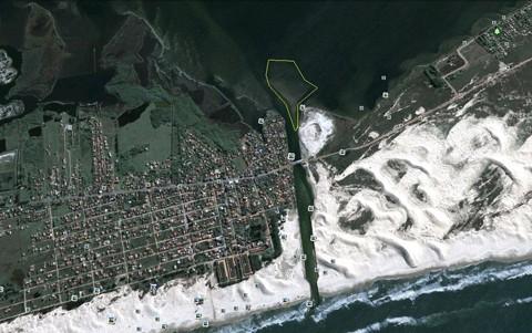 O esquema acima, preparado pela Cidasc, mostra o banco de areia imenso que já se forma exatamente na 'boca' do canal da barra. Serão removidos cerca de 100 metros cúbicos de areia do canal