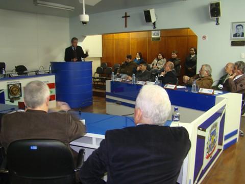 O secretário Tiscoski participou ontem da sessão na câmara. A principal discussão era porque faltam recursos federais e Tubarão