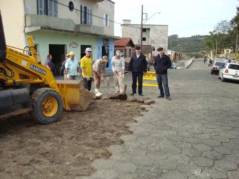 Pavimentações em Orleans segue em ritmo forte. Na próxima semana, três ruas serão inauguradas e outras três entram em obras