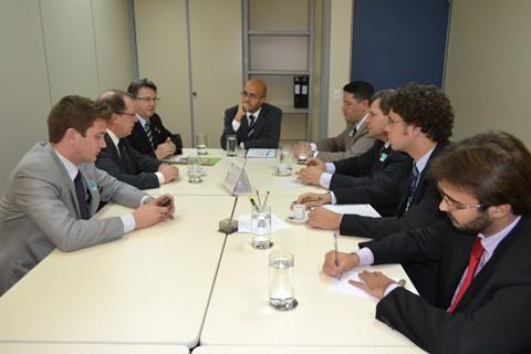 Para iniciar a implantação de bases de polícia comunitária em Santa Catarina, o assunto foi discutido em Brasília .