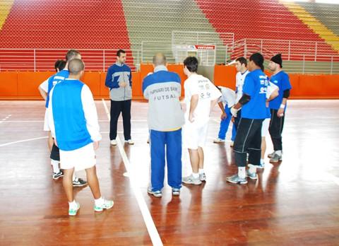 O técnico interino Vandré espera que sua experiência em quadra ajude a equipe a melhorar o desempenho.