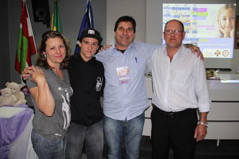 Rosa Maria, Angelo, Fernando e Antonio. Fernando está vivo graças a uma doação, feita há quatro anos. Os outros três optaram por doar os órgãos de Célio há dois meses