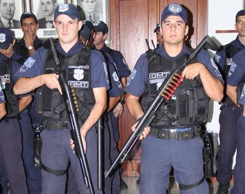 A entrega simbólica dos kits aos guardas municipais ocorreu ontem.