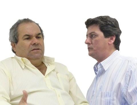 Prefeito Inimar Felisbino Duarte (à esquerda) e o presidente da câmara, Adriano Souza dos Santos (DEM), trocam farpas por conta do atraso salarial no legislativo. No mês passado, apenas os funcionários foram pagos.
