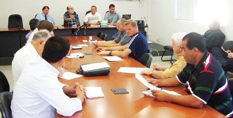Representantes dos dez clubes reuniram-se ontem  -  Foto:FCF/Divulgação/Notisul
