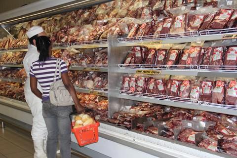 Entre os suínos, o lombo apresenta R$ 7,00 de diferença entre os supermercados