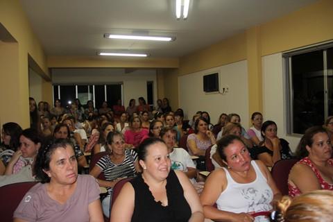 À unanimidade, os professores da rede pública municipal de ensino aceitaram o reajuste salarial, de 23%, ofertado pela prefeitura de Tubarão. Assembleia ocorreu ontem à noite.