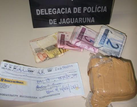 Além das prisões, a polícia civil apreendeu drogas e dinheiro, resultante da venda do entorpecente na região de Jaguaruna e Içara.