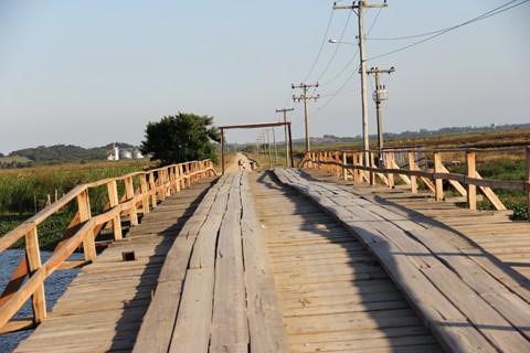 Está nos planos do prefeito de Jaguaruna, Inimar Felisbino Duarte, manter a passagem de madeira, ao lado da nova. Conforme o projeto, a ponte de concreto em Congonhas terá 42 metros de extensão com oito de largura.
