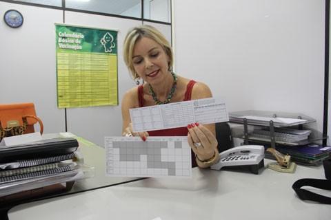 A coordenadora do programa de imunização Janete Zandomênico alerta sobre a importância de guardar as carteirinhas de vacinação