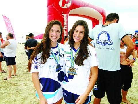 Nadadoras comemoram as conquistas  -  Foto:ATN/Divulgação/Notisul