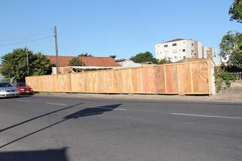 O canteiro de obras e o almoxarifado para a construção da UPA 24 horas, que será edificada na rua Januário Alves Garcia, já estão prontos. Ao todo, o local terá seis leitos, com possibilidade de ampliação para oito