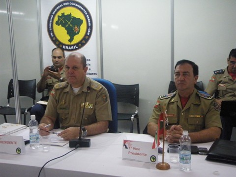 Coronel Marcineiro (na esquerda) também ganhará o direito a uma cadeira no Conselho Nacional de Segurança Pública, no Ministério da Justiça