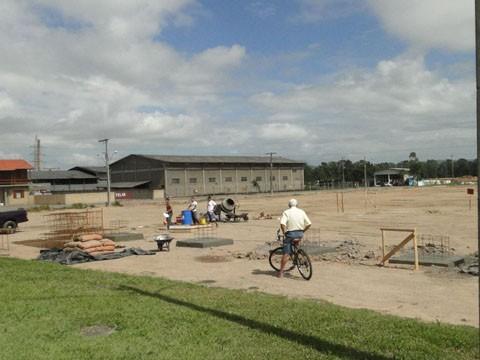 Trabalhos são desenvolvidos no terreno às margens da BR-101, doado pela prefeitura. A obra foi licitada por R$ 330 mil   -  Foto:Prefeitura de Capivari de Baixo/Divulgação/Notisul