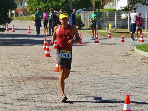 Felipe prepara-se para competir no Ironman Brasil.