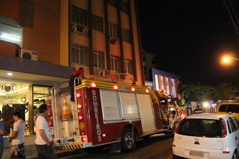 Muitas pessoas pararam para observar, pois achavam que se tratava de um incêndio.
