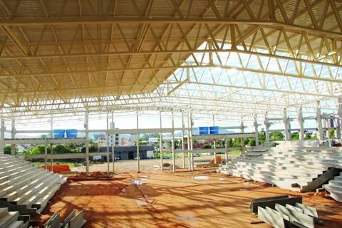Obras avançam na Arena Multiuso. A estrutura pré-moldada deve ser finalizada no próximo mês.
