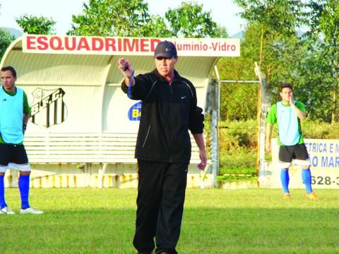 O técnico Suca, que treinou o Peixe em 2010, pode voltar ao clube